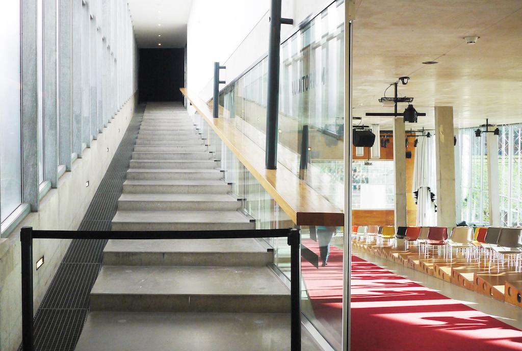 图3_kunsthall rotterdam-staircase and auditorium